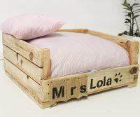 cama para perros de madera